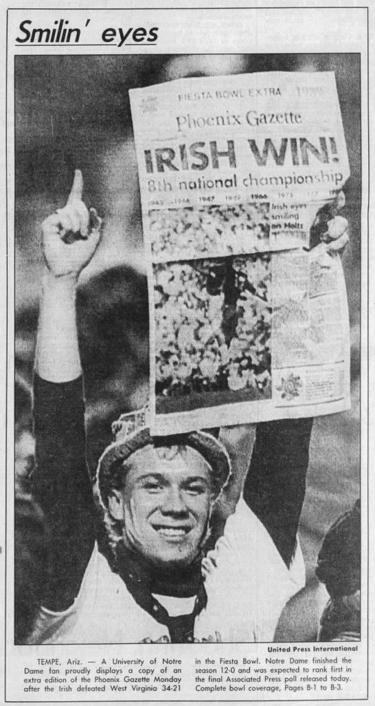 1989 Notre Dame 12-0 National Champs Lou Lagrange raises newspaper -
